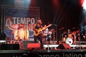 R. Bona Live 11